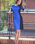 kobieta w niebiesko-czarnej sukience