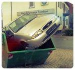 auto w śmietniku